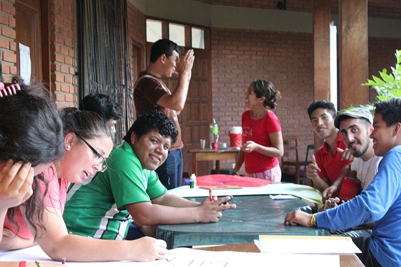 encuentro-con-los-jvenes-en-bolivia_32593481752_o